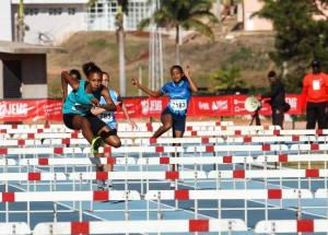 thais michelle na prova de 100 metros sobre barreiras